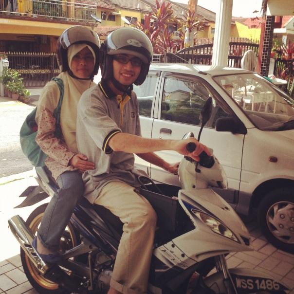 Adlan dan Huda malam  ii baharu pulang dari Australia. Pagi ini keluar dengan motosikal./ 30 April 2012